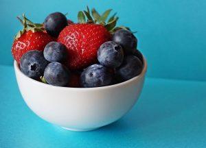 Berry smoothie ingredients blueberries strawberries